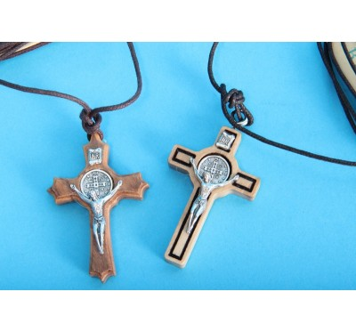 Verižica s križem sv. Benedikta